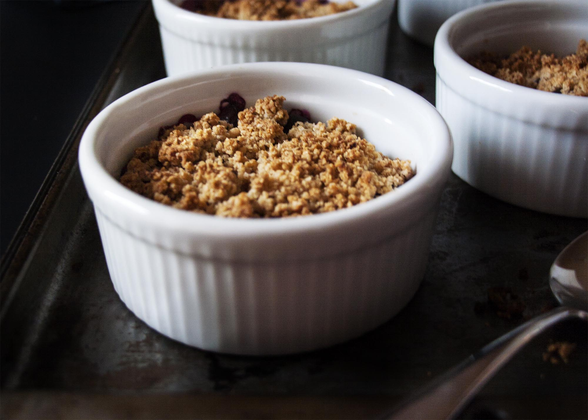 Gluten-Free Blueberry Peach Crisp - only 8 ingredients and 15 minutes prep and you're on your way to the perfect bowlful of sweet fruit and nutty topping   justalittlebitofbacon.com