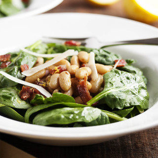 Warm White Bean, Bacon, and Spinach Salad - This is a hearty salad of baby spinach, warm white beans and a little bit of bacon which is perfect for chilly nights, all dressed in a sherry and shallot vinaigrette. | justalittlebitofbacon.com