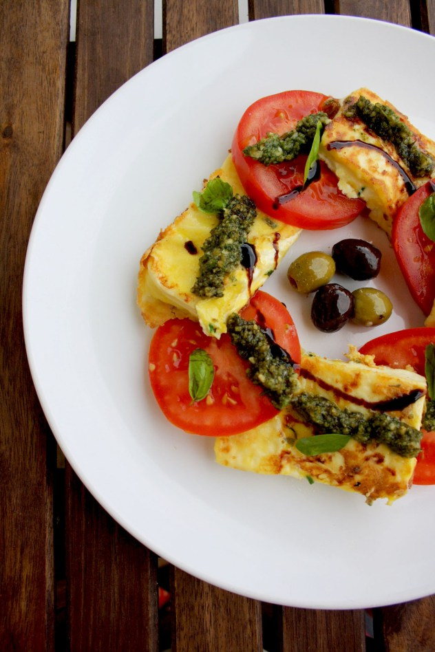 Summer Tomato Roundup - This roundup features 15 delicious summer recipes for tomatoes, including soup, sandwich, pasta, and salad recipes.   justalittlebitofbacon.com