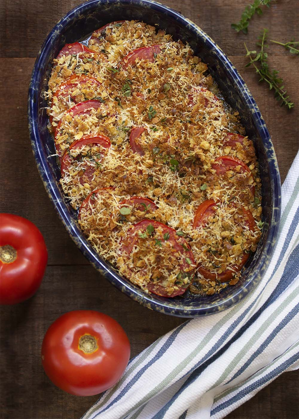Baked Sliced Tomato Gratin - Fresh, summer tomatoes are best cooked simply like in this tomato gratin of sliced tomatoes layered with olive oil and herbs and then topped with parmesan breadcrumbs. | justalittlebitofbacon.com