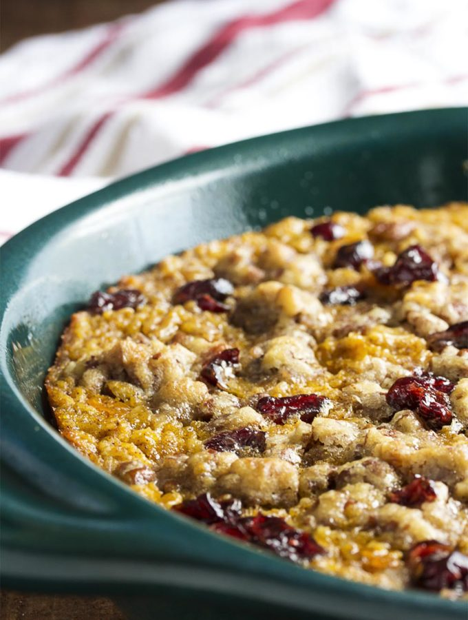 Pumpkin baked oatmeal is a healthy and filling breakfast for those days when you can't have enough pumpkin pie in your life. Great for a crowd! | justalittlebitofbacon.com