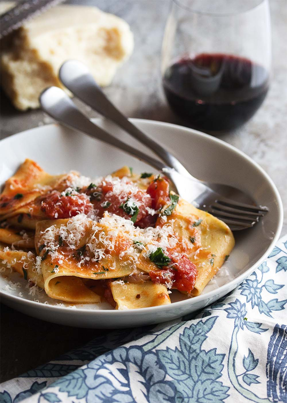 This 20 minute Italian arrabbiata sauce full of chunky tomatoes and red peppers is a simple recipe great for a quick, weeknight meal. | justalittlebitofbacon.com