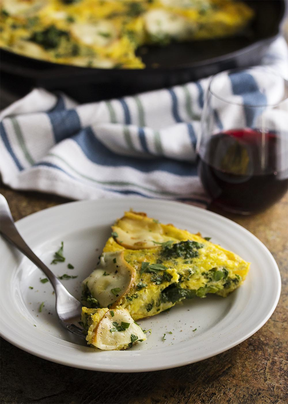 Healthy, easy, and quick! This broccoli rabe and smoked mozzarella frittata is packed full of flavor and cooks in only 15 minutes. Pull out your cast iron pan and make some dinner. | justalittlebitofbacon.com