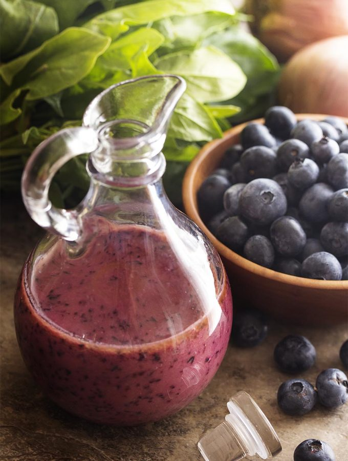 It's time to make a fruity summer salad dressing! Quickly puree up fresh blueberries into a spicy, sweet, and tangy blueberry vinaigrette. | justalittlebitofbacon.com