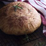 Love making artisan bread but want it to be quick and easy? This rosemary no knead bread bakes up like a dream in your dutch oven and only takes a few minutes of work. | justalittlebitofbacon.com