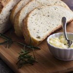 Love making artisan bread but want it to be quick and easy? This rosemary no knead bread bakes up like a dream in your dutch oven and only takes a few minutes of work.   justalittlebitofbacon.com
