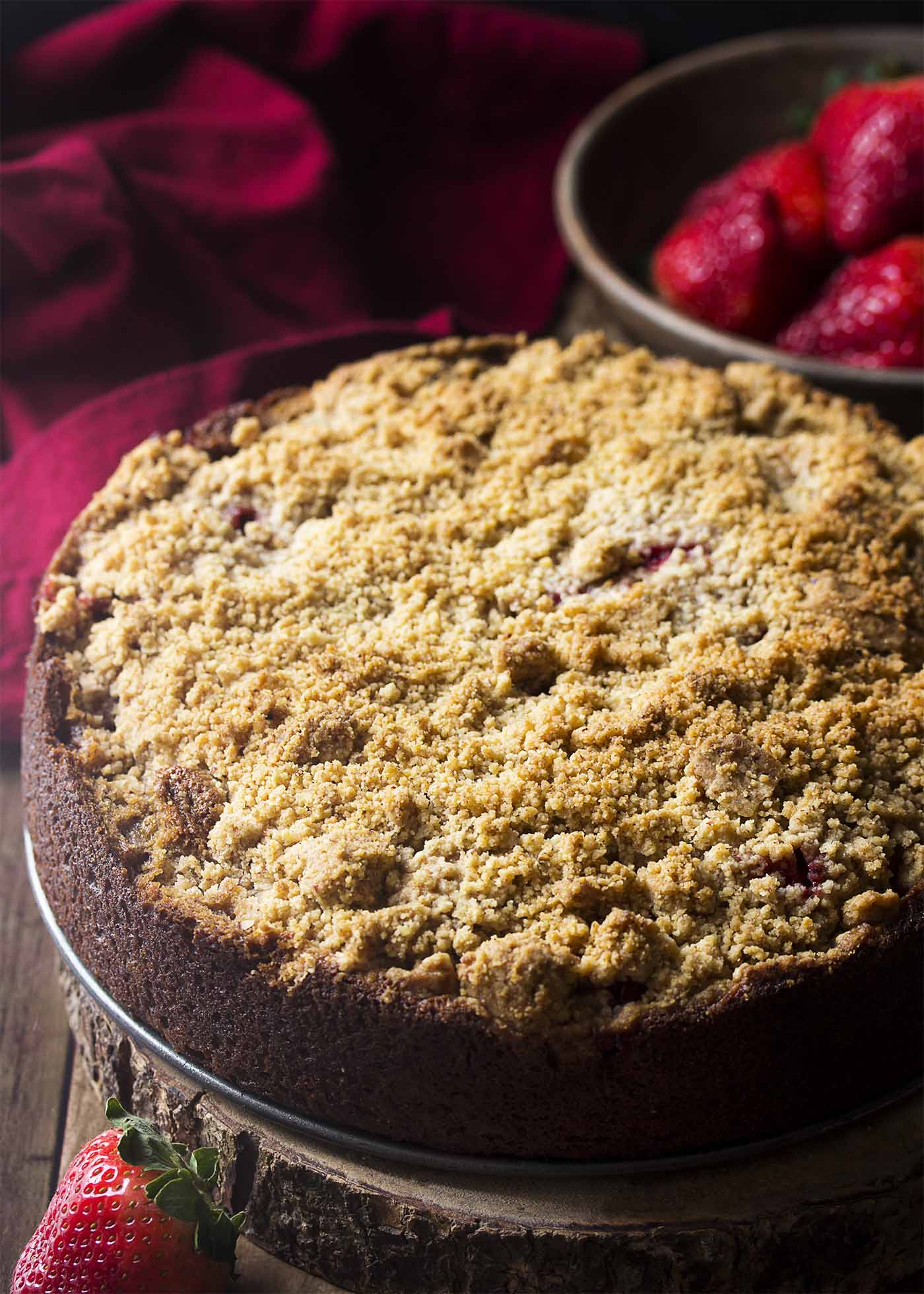 The finished banana coffee cake with strawberry filling and crumb topping.